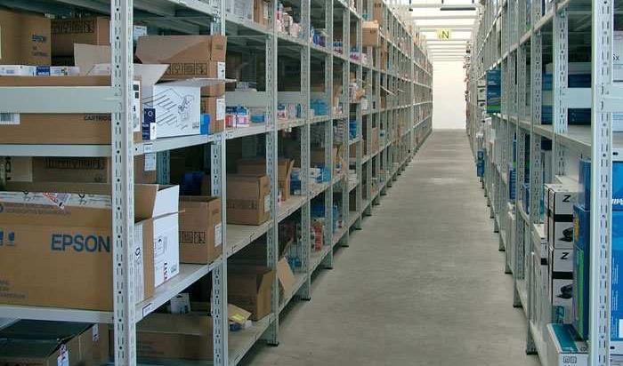 Tecnostrutture arredamento negozi prezzi scaffali for Negozi arredamenti napoli